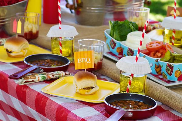 Summer party ideas with a BBQ theme #peartreegreetings #BBQ #party