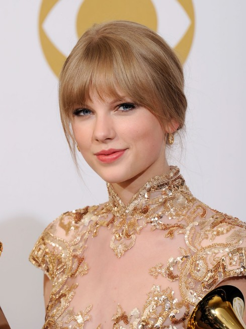 Taylor-Swift-Hairstyles-with-Bangs