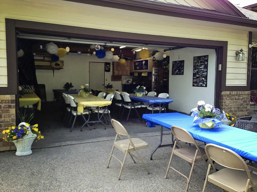 Graduation Party Ideas: Garage Party