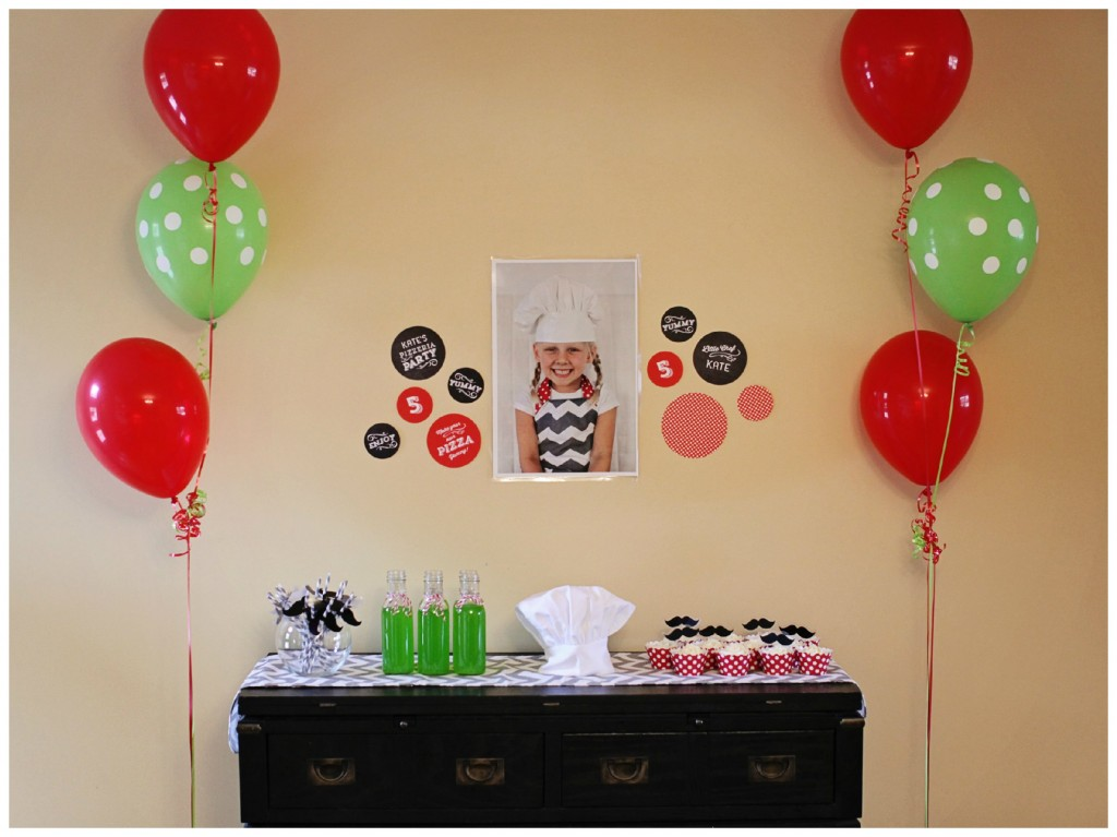 Kids birthday party ideas pizza party pear tree blog for Simple party decorations at home