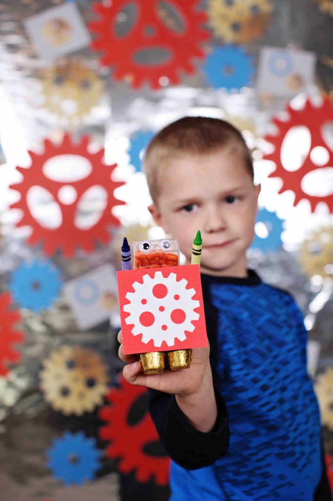 Robot themed kids birthday party ideas from #PearTreeGreetings! #kidsbirthdaypartyideas #kidsideas #robot