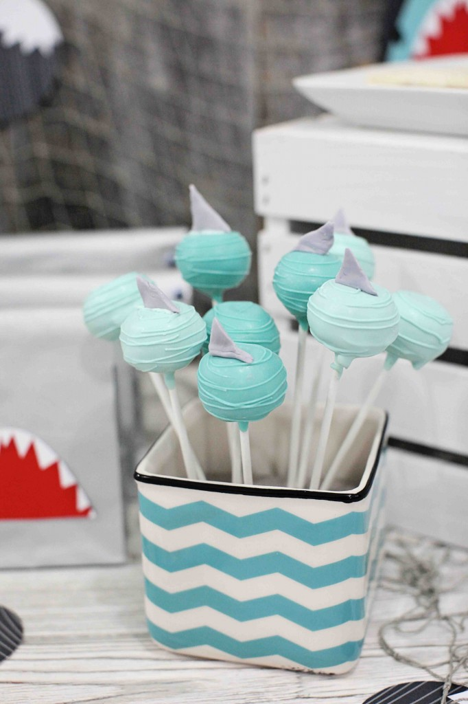 Shark birthday party ideas from #PearTreeGreetings! #kidsbirthdaythemes #birthdayparty #kidsbirthday
