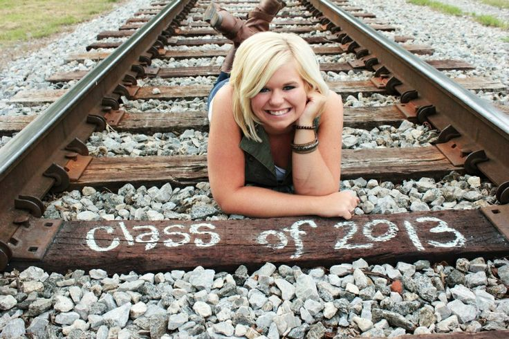 Senior photo ideas that represent the graduate #peartreegreetings #graduation #photoideas #seniors