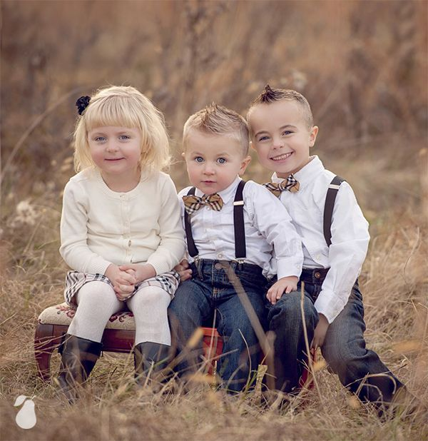 We've gathered 20 different family photo ideas that will fill your Christmas card with extra merry this year.