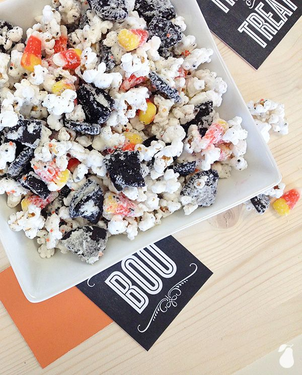 This popcorn potion is easy to make! We've found the best Hallween food ideas for your holiday gathering!